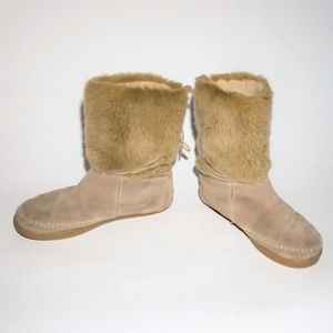 TOMS winter furry moccasin boots w rubber sole